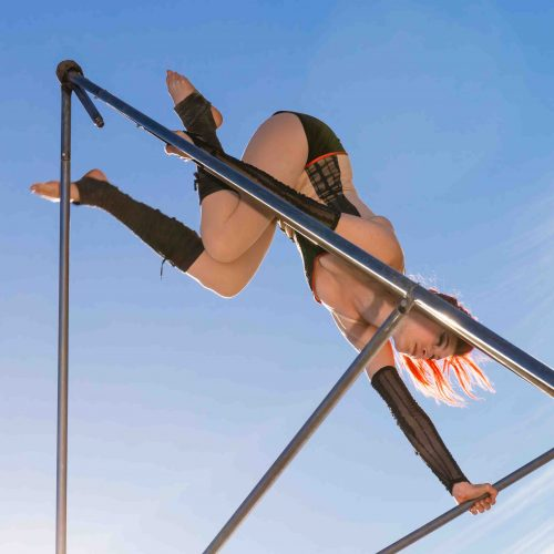A Line In The Air Circus Performer Tetra artist Aline Chapet Batlle battle